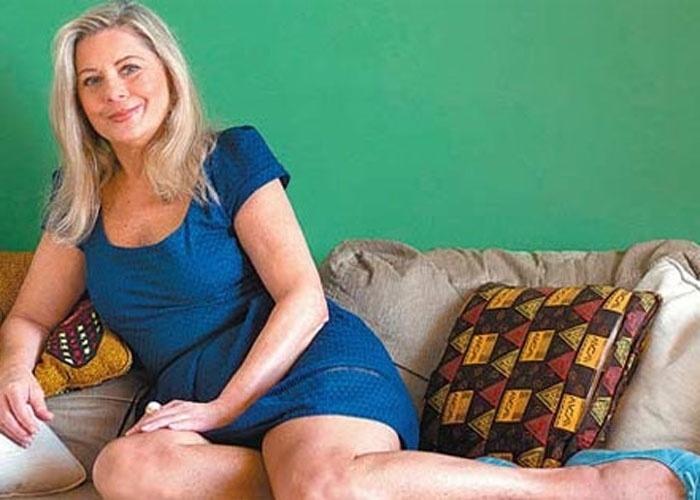 """Vera Fischer lança o primeiro de uma série de dez livros. O romance, chamado """"Serena"""", estreia a coleção que teria como título apenas nomes de mulher e é """"vibrante"""" na descrição da própria autora. """"Eu não sei escrever pra gente pobre. Eu detesto"""", falou Fischer. Para ela, a vida dos ricos é mais interessante. """"Cada livro tem pelo menos uma viagem ao exterior"""", disse Vera. A informação é da coluna Mônica Bergamo (13/12/10)"""