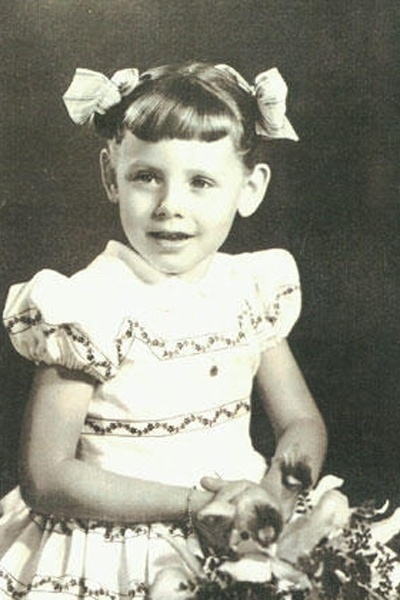 Vera Fischer na infância. A atriz tem origem alemã