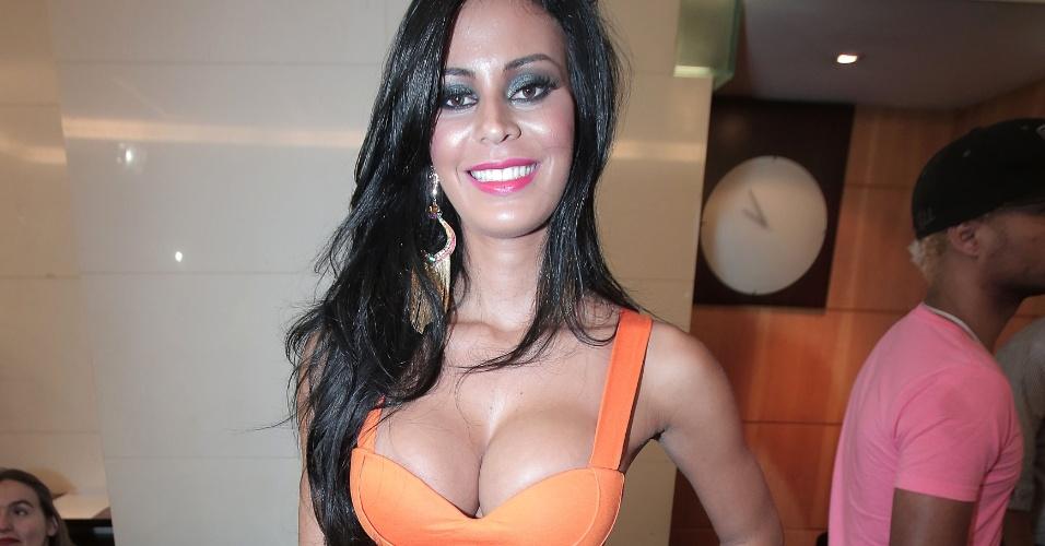 30.nov.2012 - Lorena Bueri, a Gata do Paulistão 2012, também ajudou a eleger a dona do bumbum mais bonito do Brasil