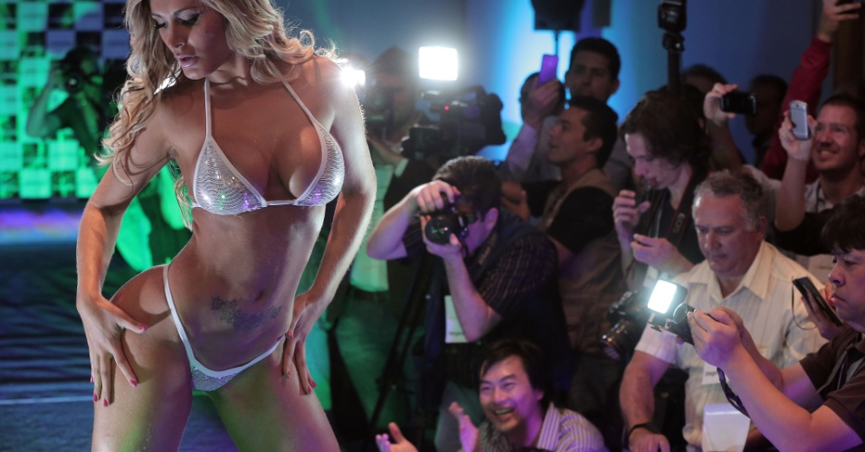31.nov.2012 - A catarinense Andressa Urach, 24, mostra seus atributos na final do Miss Bumbum 2012