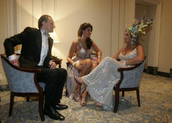 03.mar.2009 - Roberta Close com o empresário Ronei Kolesny e a artista plástica Giovanna Deodato em baile de Carnaval no Copacabana Palace, no Rio de Janeiro