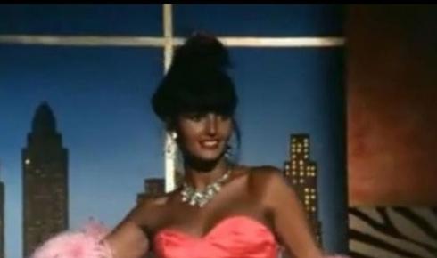 """Cena do filme """"O Escorpião Escarlate"""", de 1990, uma das produções de que Roberta participou. Ela também atuou no filme """"No Rio Vale Tudo"""" (1987) e na novela """"Mandacaru"""" (1997), da Manchete"""