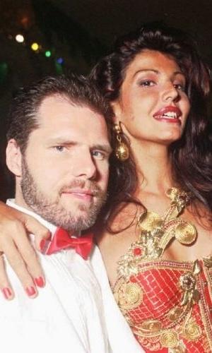 Roberta Close e o marido, Roland Granacher, no baile do Copacabana Palace, no Rio, em fevereiro de 1997