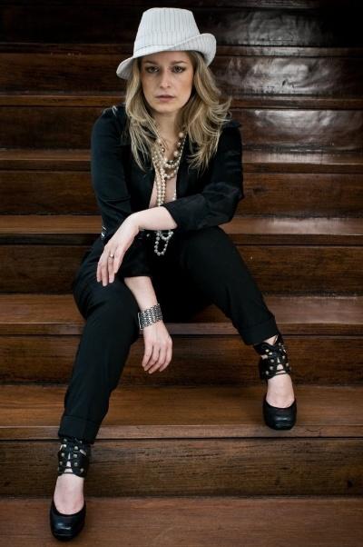 2009 - Luciana Vendramini posa para ensaio de uma loja de São Paulo.