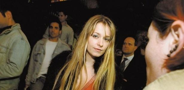 8.out.2002 - A atriz Luciana Vendramini em evento no Jockey Club de São Paulo.