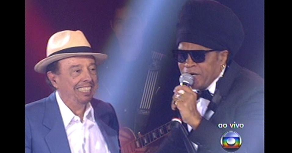 16.dez.2012 - A apresentação de Carlinhos Brown teve a participação de Sérgio Mendes