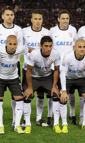 16.dez.2012 - Corinthians posa para a foto antes do jogo final do Mundial de Clubes contra o Chelsea