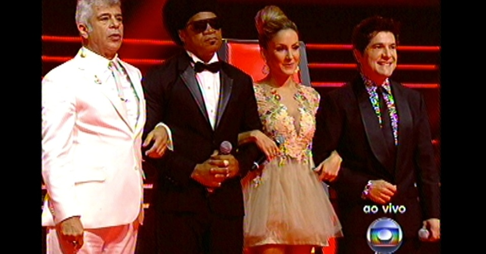 "16.dez.2012 - Finalistas do programa aguardam o resultado final do ""The Voice Brasil"""