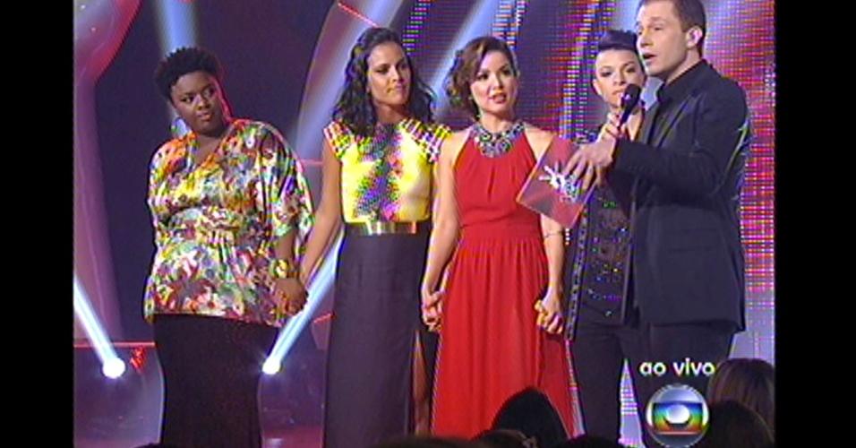 "16.dez.2012 - Finalistas do programa aguardam o resultado final do ""The Voice Brasil"""