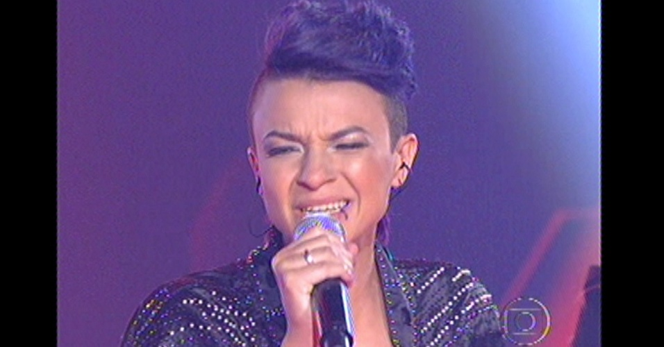 "16.dez.2012 - Maria Christina canta ""Eu comi a Madonna"", de Ana Carolina, na final do ""The Voice Brasil"""
