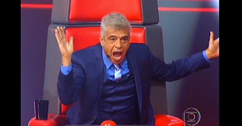 16.dez.2012 - Edição mostra cenas dos técnicos do 'The Voice Brasil'