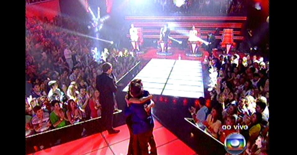16.dez.2012 - Liah Soares, do time de Daniel, se apresenta no 'The Voice Brasil' e ganha o voto do técnico para a final