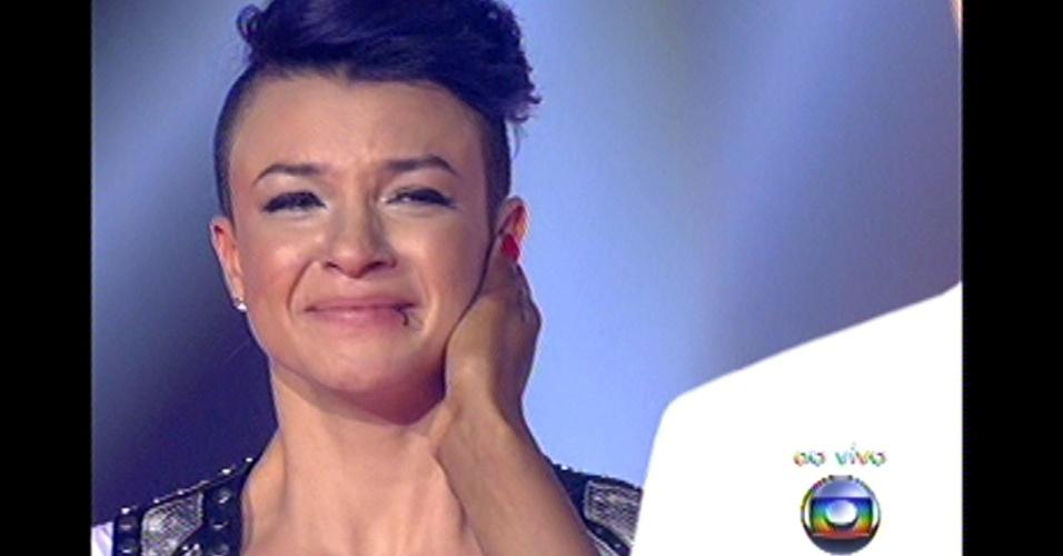 16.dez.2012 - Lulu escolhe Maria Christina para continuar no 'The Voice Brasil'. Ela é a finalista do time de Lulu