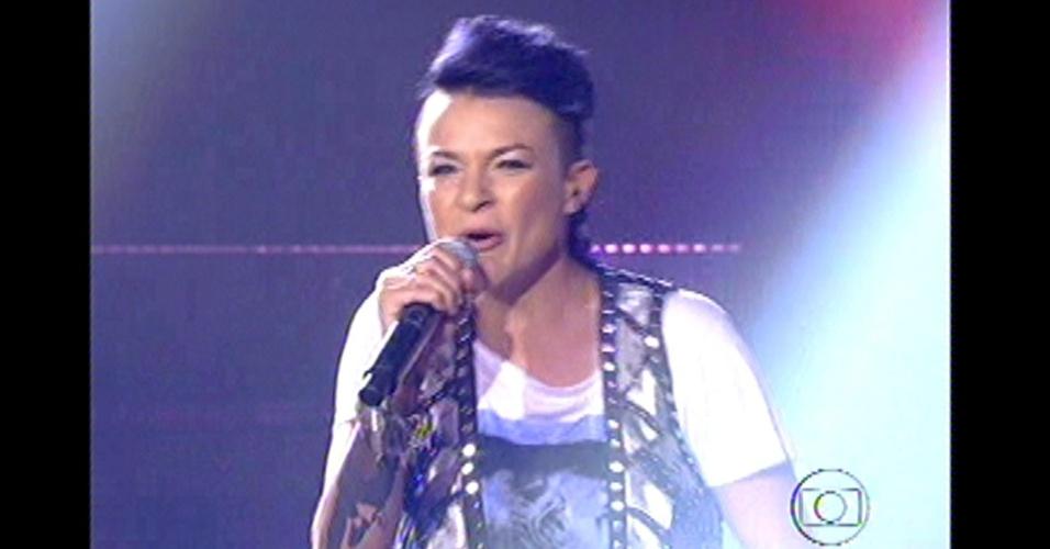 "16.dez.2012 - Maria Christina canta ""A Namorada"" na final do ""The Voice Brasil"""