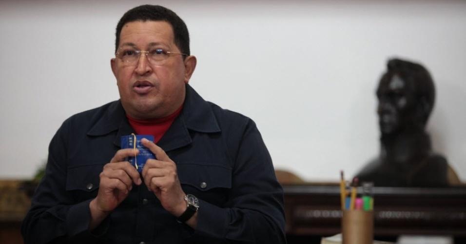 2010 - Chávez ameaça cortar envio de petróleo venezuelano aos EUA caso a Colômbia inicie operações militares contra a Venezuela