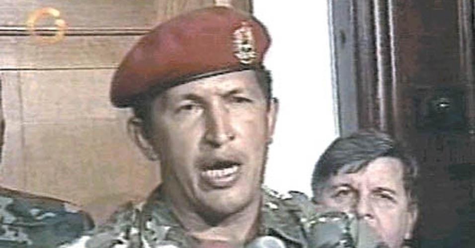 Em 1989, Chávez, que estava doente na época, não conseguiu conter o Exército em atos violentos contra manifestantes - que lutavam contra um aumento no preço do petróleo - em Caracas