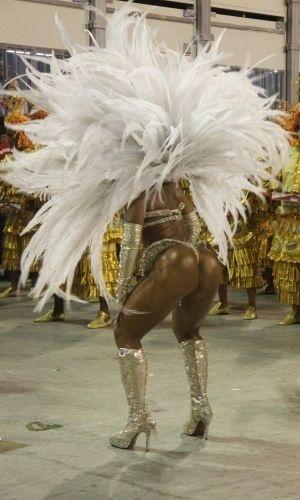16.fev.2010 - A funkeira Valesca Popozuda na concentração da escola de samba Grande Rio na Sapucaí, no Rio de Janeiro