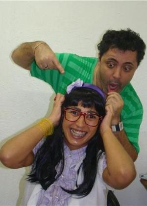 23.abr.2010 - O cabelereiro Julinho do Carmo, conhecido por trabalhar com personalidades como Deborah Secco, Taís Araújo e Carla Perez, transformou a funkeira Valesca Popozuda na personagem de Giselle Itié na novela Bela, a Feia, da Record.