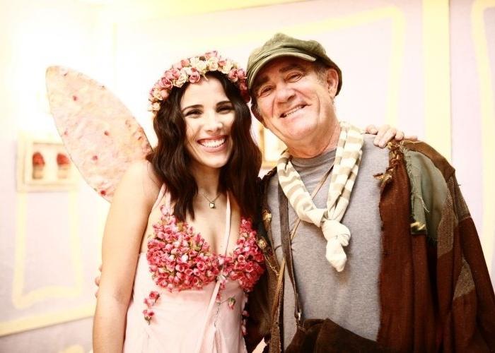 """13.jul.2008 - Wanessa Camargo participa do programa """"A Turma do Didi"""" como uma Fada das Rosas que socorre duas crianças em apuros na selva."""