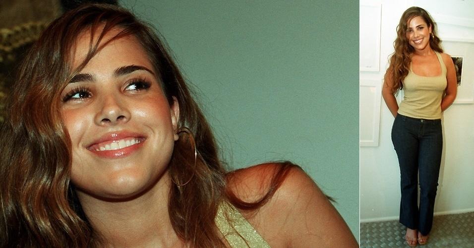"""18.out.2000 - Em seu escritório, Wanessa Camargo posa durante entrevista à """"Folha de S.Paulo"""", na época de seu primeiro álbum, que teve 200 mil cópias vendidas"""