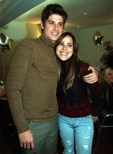 1.ago.2001 - Dado Dolabella e Wanessa Camargo começaram a namorar quando ambos estavam no início de suas carreiras. Foram dois anos de namoro firme e um último cheio de conturbações, O que levou Wanessa a até chorar em público. Depois de três anos juntos, o ator colocou um ponto final na história