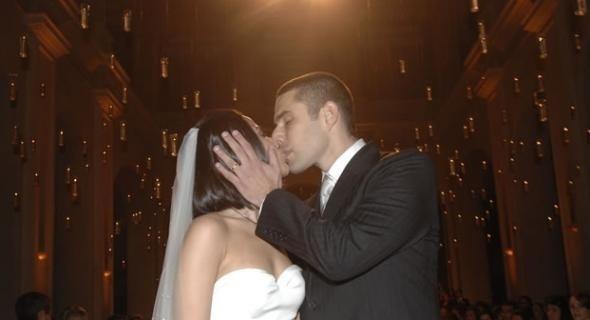 25.mai.2007 - Após dois anos de namoro, Wanessa e Marcos Buaiz se casaram, em São Paulo. O vestido de Wanessa é de Francisco Costa, da Calvin Klein. Buaiz veste Ricardo Almeida
