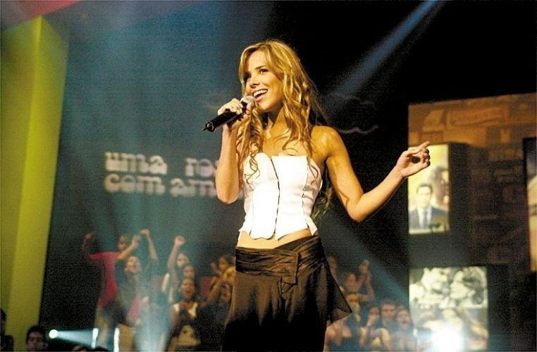 """29.dez.2002 - Wanessa ficou por dois anos no comando do programa """"Jovens Tardes"""". A cada semana, um estilo musical era homenageado. Com o final do programa em 2004, a cantora se dedicou ao lançamento de seu primeiro DVD, """"Transparente - Ao Vivo"""""""