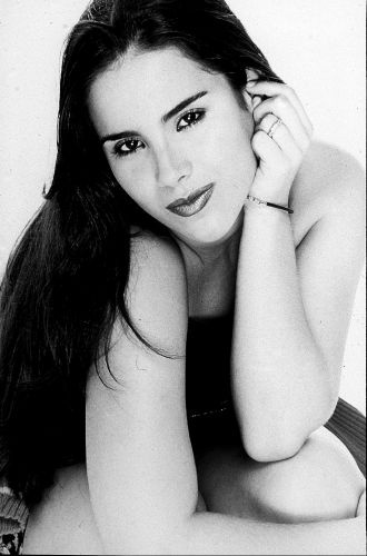 """Nov.2000 - Wanessa na foto de divulgação de seu primeiro álbum, """"Wanessa Camargo"""", lançado em 2000, quando ela tinha 17 anos"""