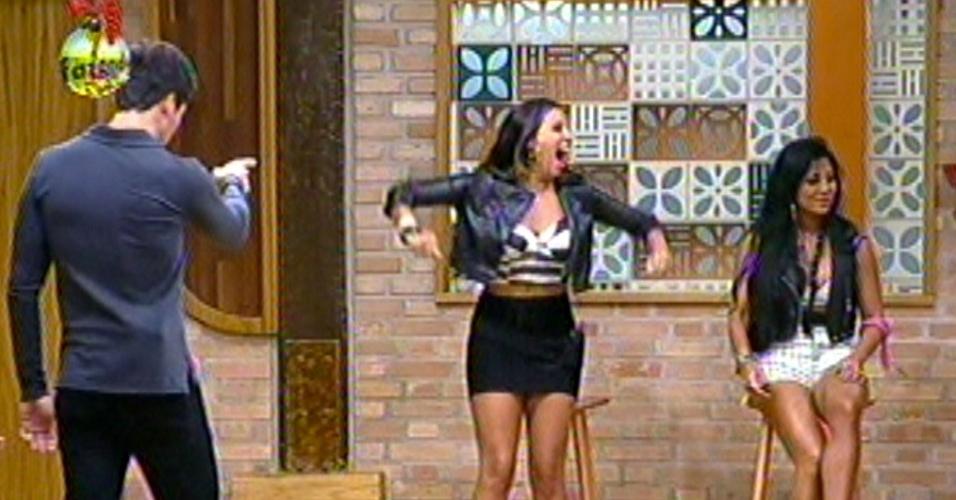 Angelis comemora após vencer a sua 5ª roça no programa e eliminar Natália, nesta quinta-feira (27/1212).