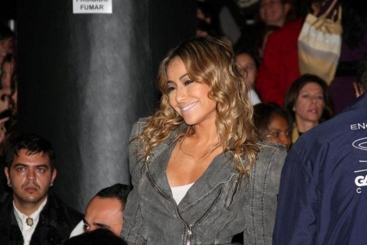 14.jun.2010 - Sabrina assiste ao desfile do estilista André Lima no SPFW