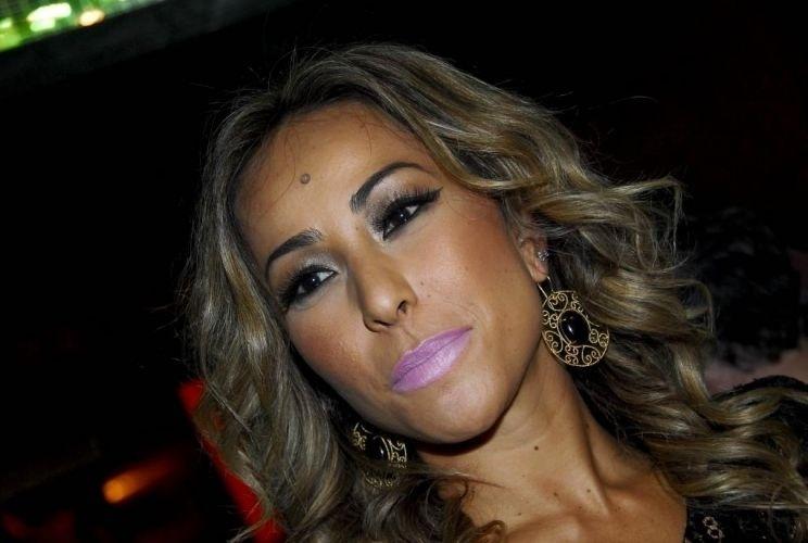 """15.dez.2009 - Sabrina posa para foto na festa de seis anos do """"Pânico na TV"""", em São Paulo"""
