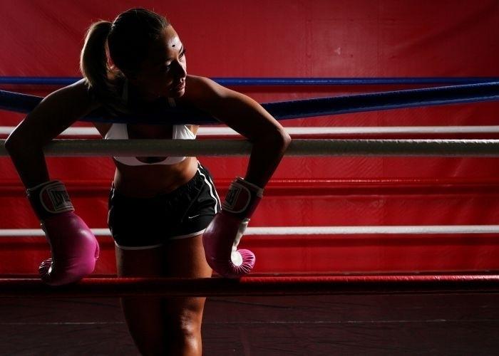 17.jan.2008 - Sabrina durante treinamento de boxe, em São Paulo