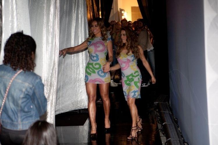 25.mai.2010 - Sabrina Sato e Gorete no desfile do estilista Walério Araújo durante a 27ª Casa de Criadores, em São Paulo