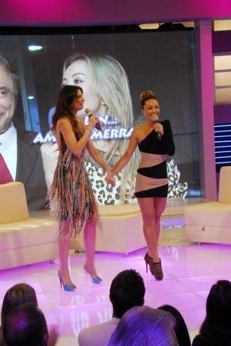 """26.jan.2010 - Sabrina e Luciana Gimenez durante a inauguração do novo cenário do programa """"Superpop"""", em São Paulo"""