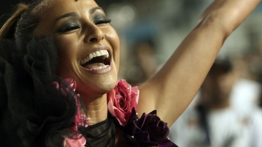 28.jan.2012 - Corintiana, a apresentadora Sabrina Sato participa do ensaio técnico da Gaviões