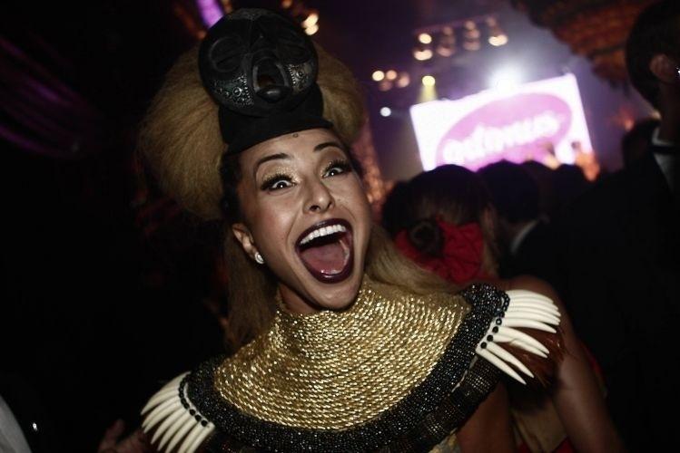 """5.fev.2010 - Sabrina se diverte como rainha da noite na festa da """"RG Vogue"""", em São Paulo"""