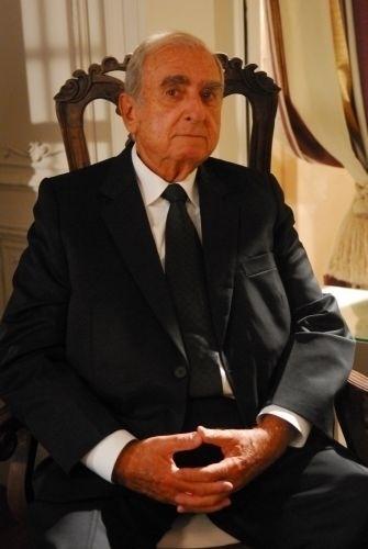 """16.jun.2011 - Elias Gleizer, no papel de Diógenes em """"Passione"""""""