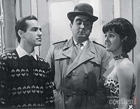 """1965 - Elias Gleizer (centro) aparece em cena do filme """"Quatro Brasileiros em Paris"""", ao lado de Sérgio Galvão e Guy Loup"""