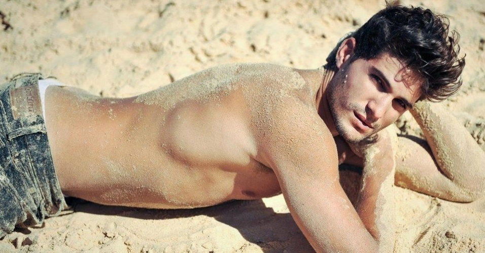 André declarou que adora praia e já teve oportunidade de fazer ensaios fotógrafico quentes na areia