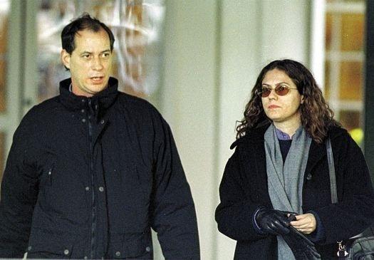 14.out.1999 - O político Ciro Gomes e a atriz Patrícia Pillar deixam hotel em Cambridge (Massachusetts) onde ficaram hospedados. Ciro Gomes foi aos EUA para escrever artigo. Patrícia e Ciro foram casados por quinze anos, mas se separaram em janeiro de 2012