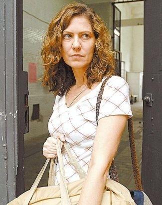 """3.jun.2008 - A atriz Patrícia Pillar em cena da novela """"A Favorita"""", da Rede Globo, onde interpretou a vilã Flora"""