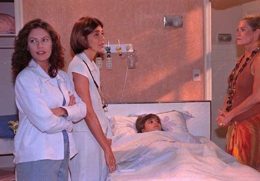 """1999 - As atrizes Patrícia Pillar, Maria Luisa Mendonça, Monica T. e Vera Fischer durante gravações de um episódio da série """"Mulher"""", da TV Globo"""