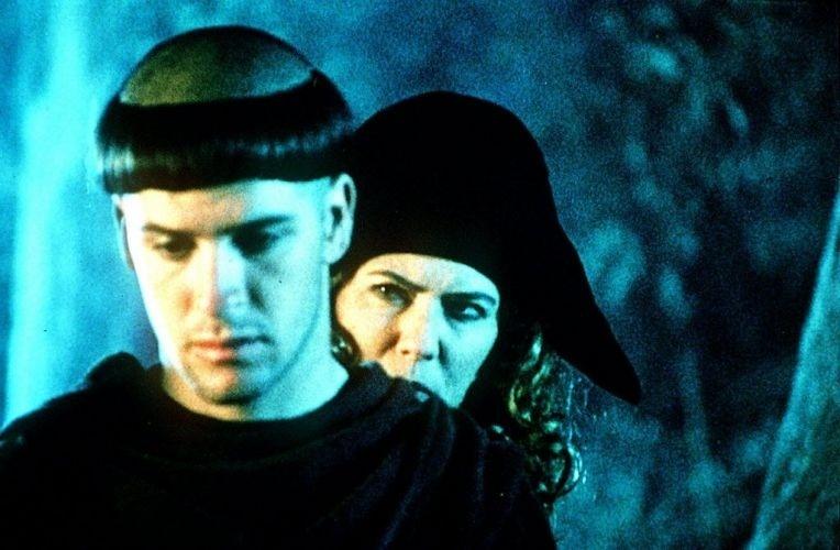 """1996 - Os atores Murilo Benício e Patricia Pillar em cena do filme """"O Monge e a Filha do Carrasco"""""""