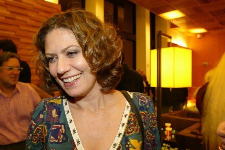 """2006 - Patrícia Pillar durante o lançamento do filme """"Zuzu Angel"""", em um shopping de São Paulo"""