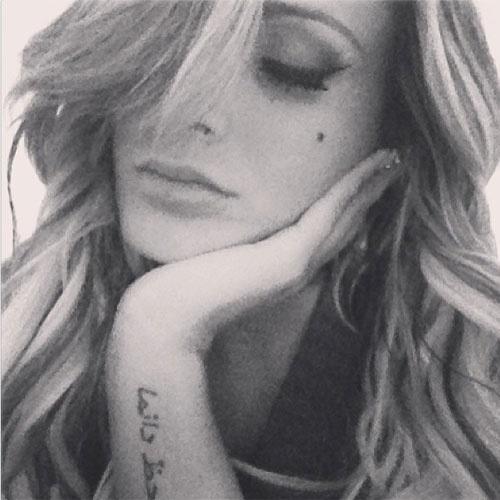 """14.jan.2013 - Andressa Urach quer namorar! A vice Miss Bumbum postou no Instagram uma foto em que aparece triste e deixou uma mensagem para os seguidores, citando uma declaração de Marilyn Monroe: """"Triste noite ... Frio de SP... Sem conchinha... Always alone... Não me faltam homens... O que me falta é amor"""""""