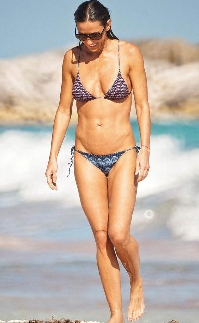 17.jan.2013 - A atriz Demi Moore, 50, curte tarde de sol nas praias de Tulum, no Mèxico, onde a bela aproveitou as férias em um resort na cidade