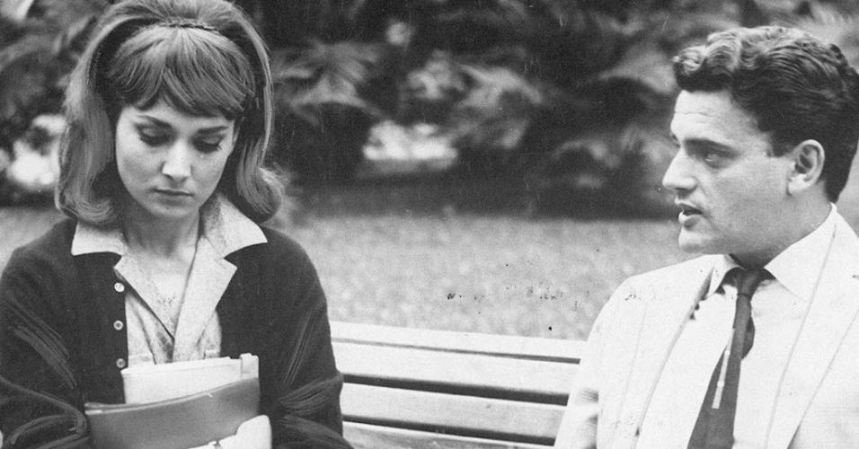 """1965 - Cena do filme """"São Paulo S.A"""" [São.Paulo.S.A.] com Eva Wilma [Eva.Wilma] e Walmor Chagas"""