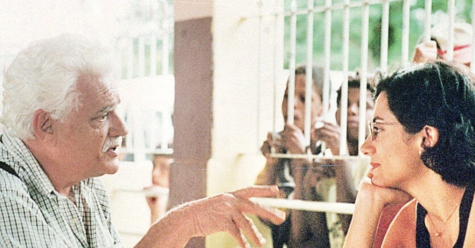 3.mar.1998 - Walmor Chagas durante depoimento para o curta-metragem de Marina Person