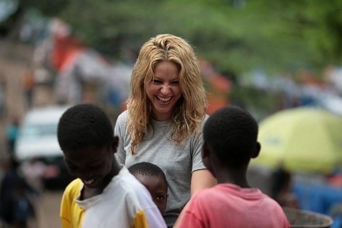 Abr.2010 - Desde o final da década de 90, Shakira se envolve com o trabalho social e o trabalho voluntário. A cantora é dona da Fundação