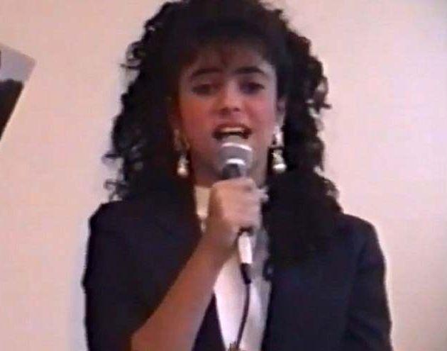 Shakira gravou seu primeiro álbum com a Sony em 1991, aos treze anos